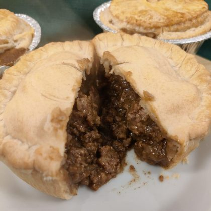 minced beef & onion gravy individual pie