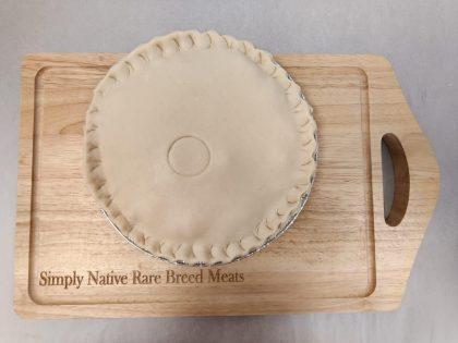 minced beef & onion gravy plate pie
